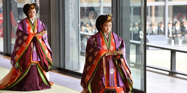 Japan's Princess Mako (R) attends the enthronement ceremony where Emperor Naruhito officially proclaimed his ascension to the Chrysanthemum Throne at the Imperial Palace on Oct. 22, 2019 東京で, 日本.
