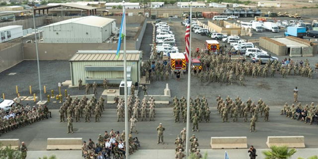 Service member with Joint Combined Task Force - Horn of Africa, stand in formation during a Patriot's Day ceremony at Camp Lemonnier, Djibouti, 9月. 11, 2021, commemorating the 20th anniversary of the terrorist attacks on Sept. 11, 2001. The memorial ceremony included a joint formation, a multi-aircraft flyover, presentation of colors and the playing of Taps. Camp Lemonnier held multiple events in honor and remembrance of those who lost their lives both on that day and over the past two decades fighting the Global War on Terror.