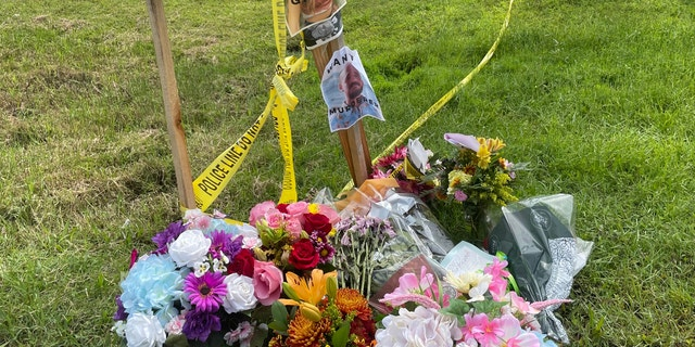 Flowers on Laundries' front yard (Fox News' Audrey Conklin)