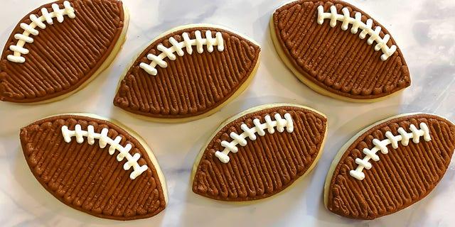 Football buttercream cookies