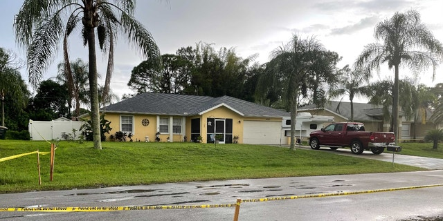 夏琳·格思里, 周二住在布赖恩·劳德里 (Brian Laundrie) 在佛罗里达州的家对面的人对加比·佩蒂托 (Gabby Petito) 的初步尸检报告的消息做出了反应. (信用: 福克斯新闻, 斯蒂芬妮·帕尼奥斯)