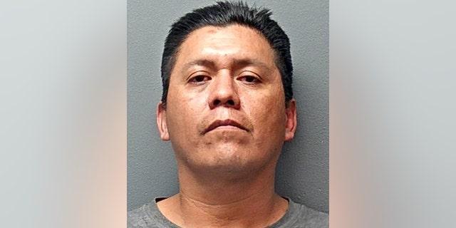 Jason Alan Thornburg, 41, è stato accusato di omicidio capitale di più persone, the Fort Worth Police Department said Tuesday.