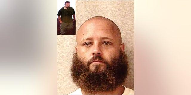 KANSAS CITY, Kansas – Un dangereux délinquant sexuel qui s'est échappé d'un hôpital psychiatrique public du Kansas a été capturé dans l'Utah après avoir été en fuite depuis juin, selon un responsable de l'application des lois.  John Freeman Colt s'est échappé de l'hôpital public de Larned en juin en obtenant une réplique d'un badge d'identification et d'un uniforme du personnel.  Il a ensuite rasé ses longs cheveux et sa barbe, a caché des couvertures sous les couvertures pour donner l'impression qu'il dormait, puis a convaincu un nouvel employé qu'il était médecin de sortir.