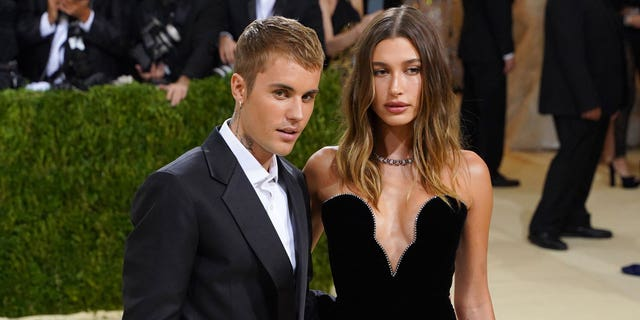 Justin Bieber and Hailey Bieber attend 2021 Costume Institute Benefit - In America: A Lexicon of Fashion at the Metropolitan Museum of Art on September 13, 2021 in New York City.