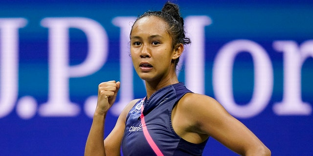 Leylah Fernandez, of Canada, reacts after scoring a point against Aryna Sabalenka,of Belarus, during the semifinals of the US Open tennis championships, Donderdag, Sept.. 9, 2021, In New York. (AP Photo/Seth Wenig)