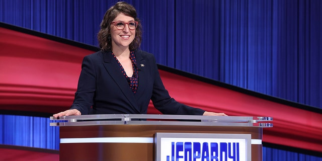 Mayim Bialik talked about the behind-the-scenes drama on 'Jeopardy!'