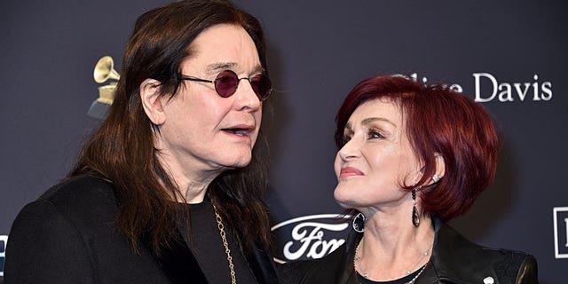 قالت شارون أوزبورن (على اليمين) إن مرض زوجها باركنسون