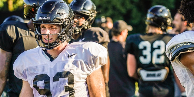 Thomas Smith is listed as a tight end with Vanderbilt.
