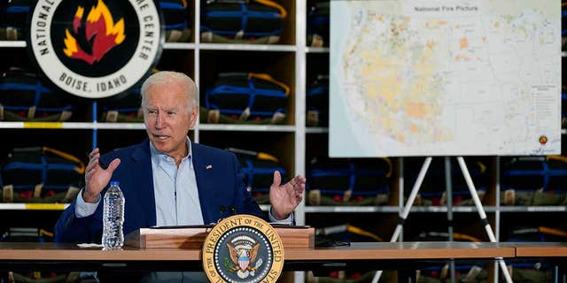 WH abruptly cuts feed when Biden appears to go off script