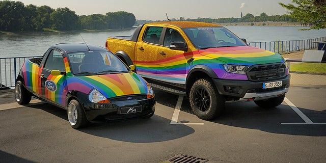 Nel 1998, Ford trasformò una piccola Ka in un pickup arcobaleno per fare una dichiarazione contro la discriminazione.
