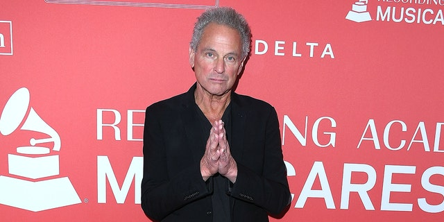 Lindsey Buckingham arrives at the 60th Annual GRAMMY Awards.