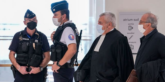 Luật sư Thierry Herzog của cựu Tổng thống Pháp Nicolas Sarkozy, đã rời đi, đến dự phán quyết của vụ án Bygmalion tại tòa án Paris, thứ Năm, ngày 30 tháng 9 năm 2021. Cựu tổng thống Pháp Nicolas Sarkozy sẽ tìm hiểu xem hôm thứ Năm liệu ông có phải đối mặt với án tù thứ hai khi một tòa án trả lại phán quyết của mình về việc bội chi lớn trong chiến dịch tái tranh cử năm 2012 của ông.  (Ảnh AP / Michel Euler)