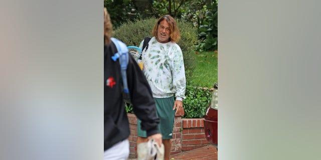 Peter Dante, quien a menudo colaboró con Adam Sandler, fue visto por primera vez desde su arresto la semana pasada.