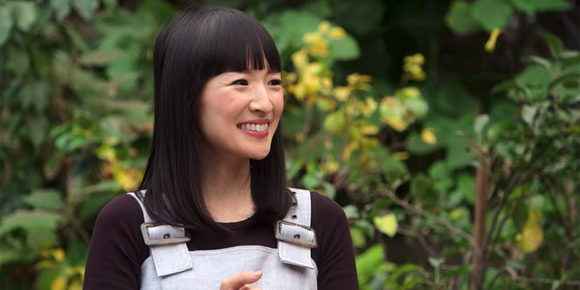 """Tidying-up guru Marie Kondo is applying her organization techniques to relationships and the workplace in """"Sparking Joy,"""" now streaming on Netflix."""
