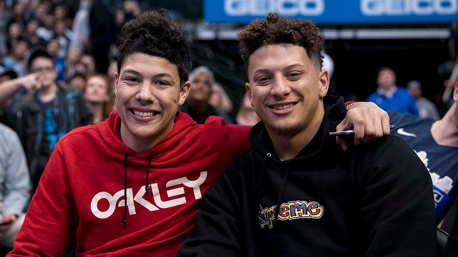 Patrick Mahomes' brother throws water on gloating Ravens fan: 'They were thirsty'