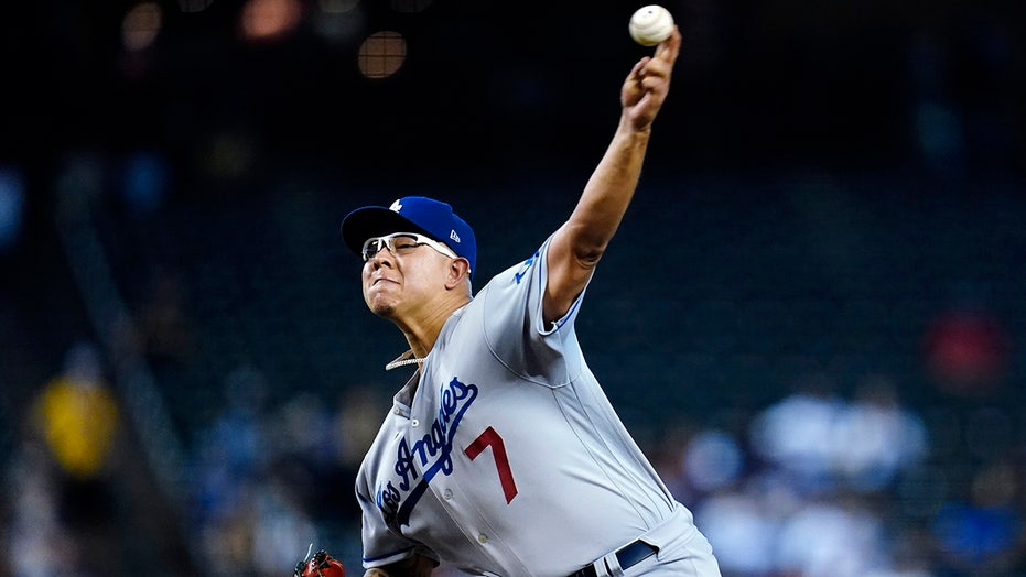 Seager 2 HRs, Urías, Dodgers win 100th, keep pace in NL West