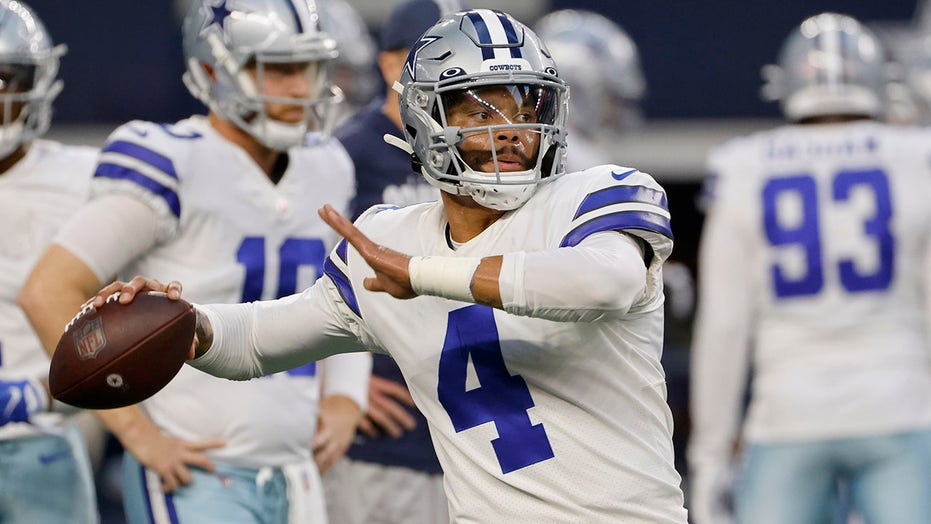 Dak Prescott gets emotional during national anthem before first home game since 2020