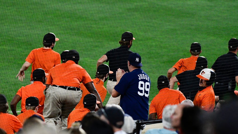 Orioles' grounds crew appear to get ejected, MLB umpire says it didn't happen