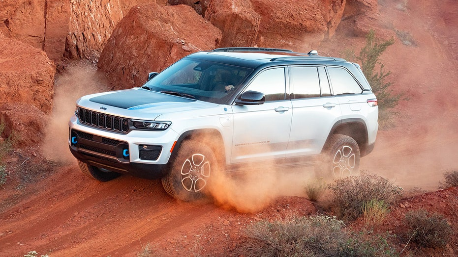 2022 Jeep Grand Cherokee debuts with a powerful plug-in hybrid model
