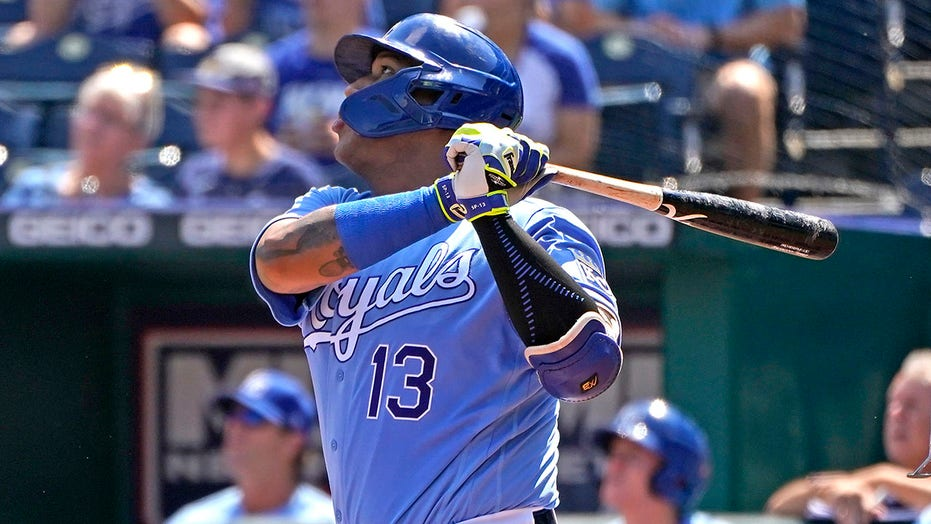 Singer, Perez lead Royals to 6-0 win over White Sox