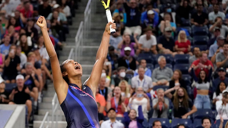 Fernandez, 18, beats Kerber at US Open to follow Osaka upset
