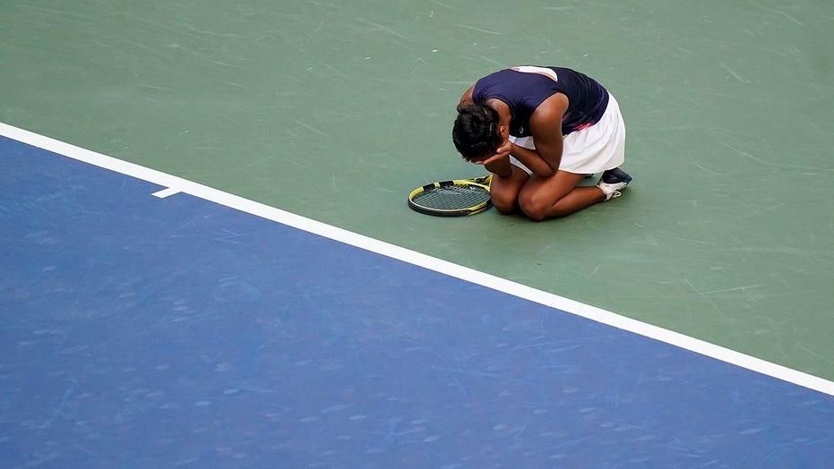 Canadian teen Fernandez into US Open semis with fans' help