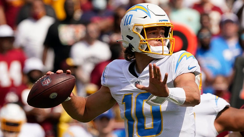 Herbert throws for 337 yards, Chargers beat Washington 20-16