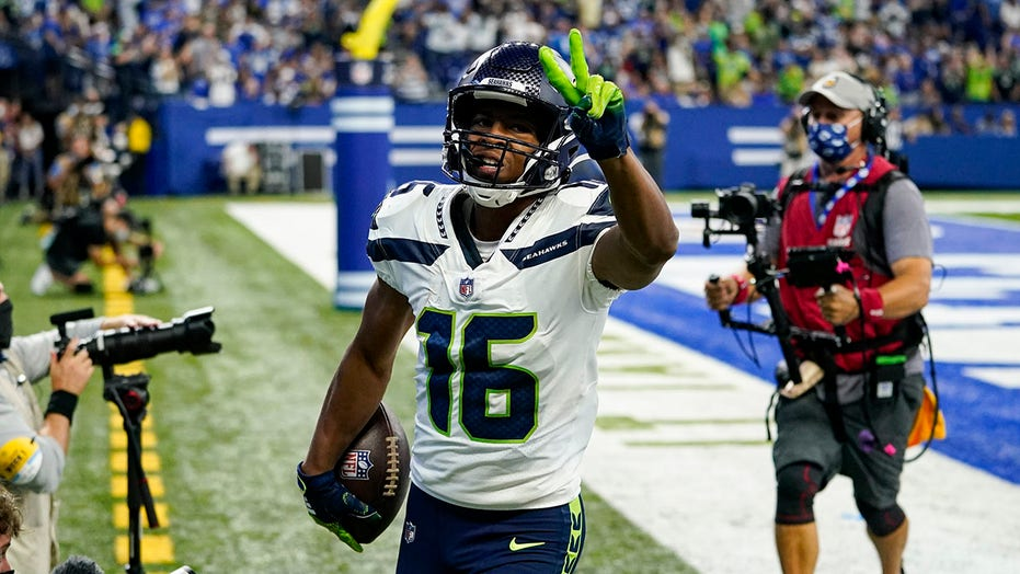 Efficient Wilson leads Seahawks past Colts 28-16 in opener