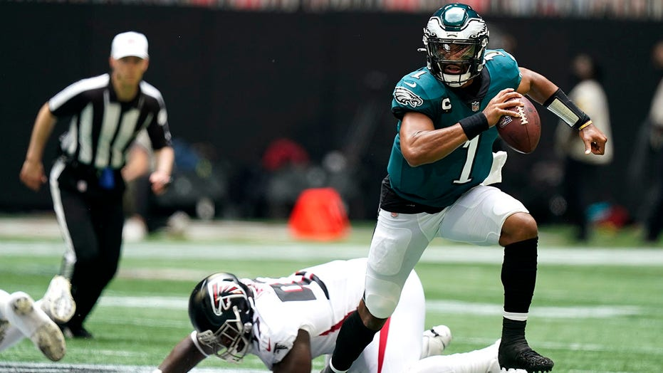 Hurts 3 TD passes, Smith scores, Eagles rout Falcons 32-6