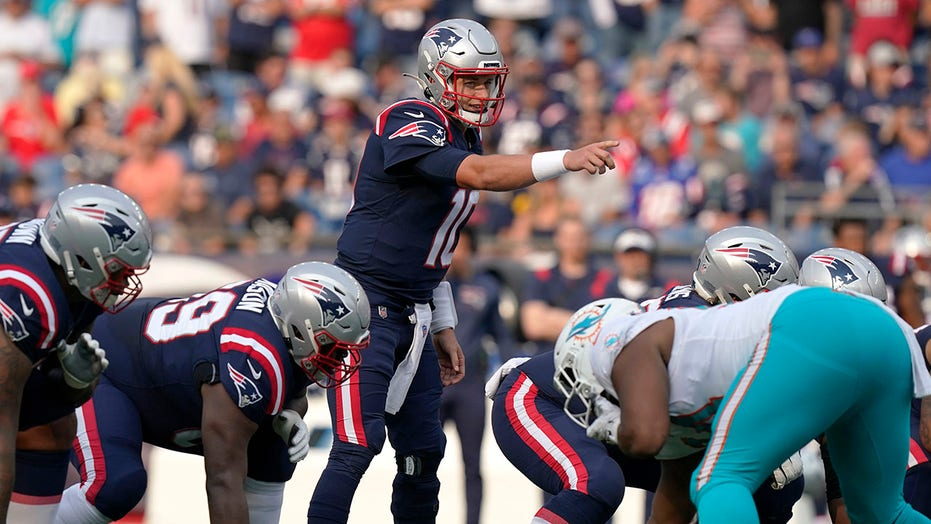 Patriots' Mac Jones tosses first touchdown of NFL career