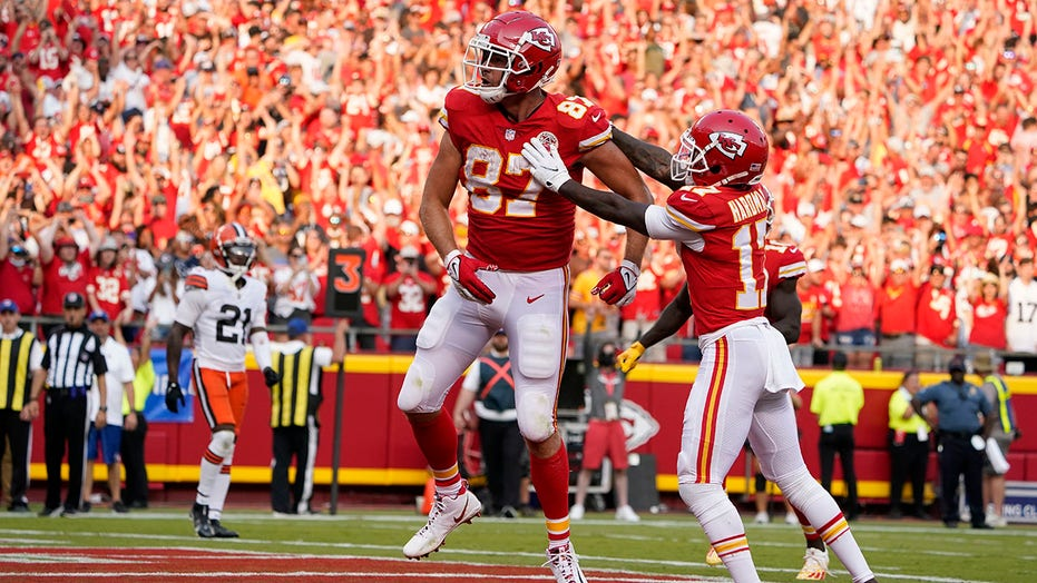Mahomes dazzles as Chiefs rally for 33-29 win over Browns