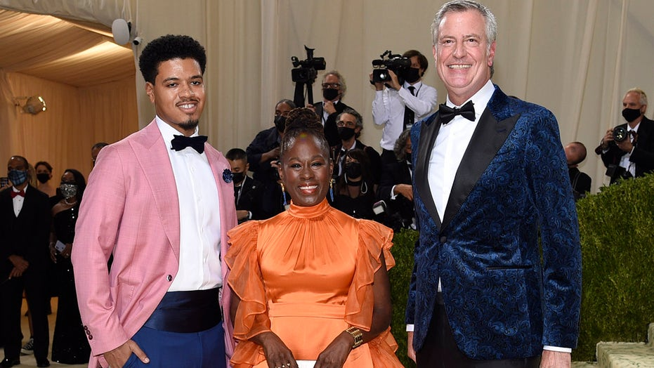De Blasio attends Met Gala red carpet — years after ridiculing event
