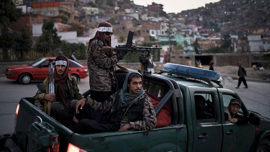 탈레반 이름 차관, 모든 남성 팀에 더블 다운