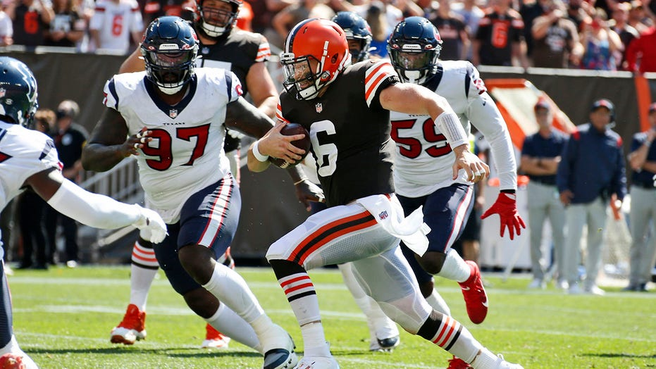 Mayfield shakes off injury, leads Browns past Texans 31-21