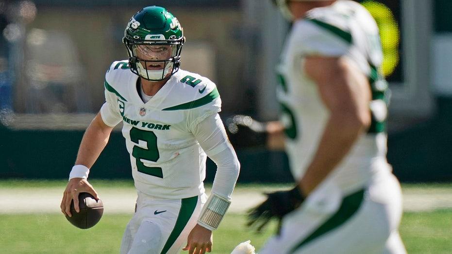 Jets' Zach Wilson throws 3 interceptions in historically bad first half vs Patriots