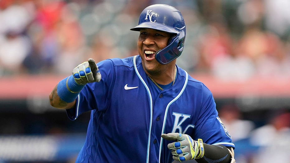 Perez breaks Bench's record with 46th HR, KC tops Indians