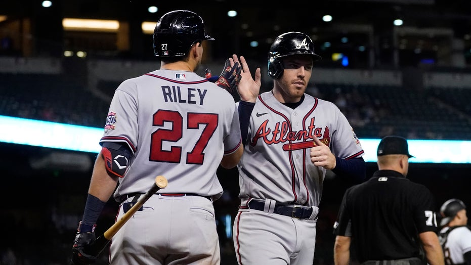 Braves ride big 5th inning to win, extend NL East lead