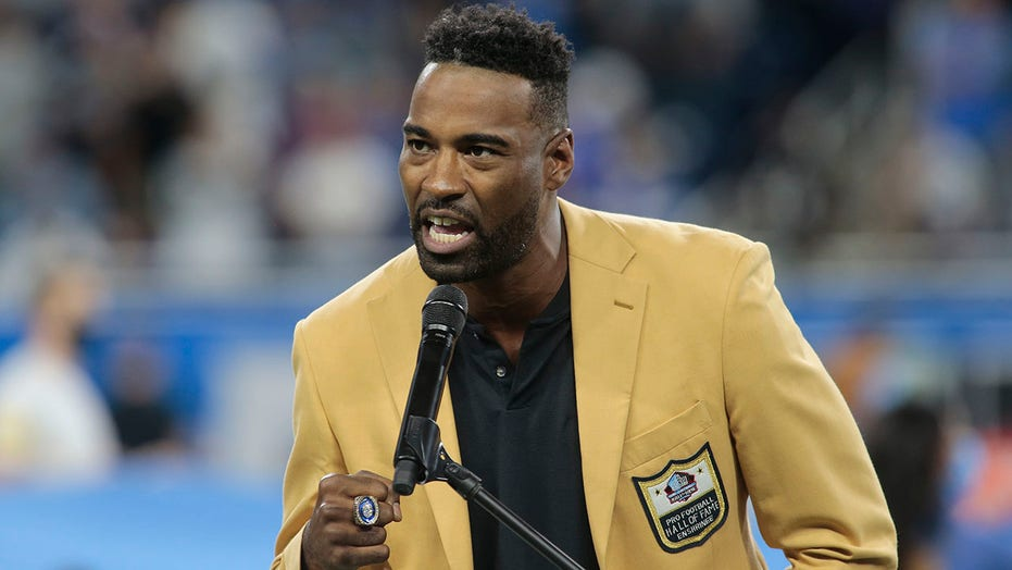Lions fans boo ownership during Calvin Johnson's Hall of Fame ceremony