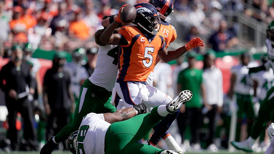 Broncos throttle Jets 26-0 for first 3-0 start since 2016