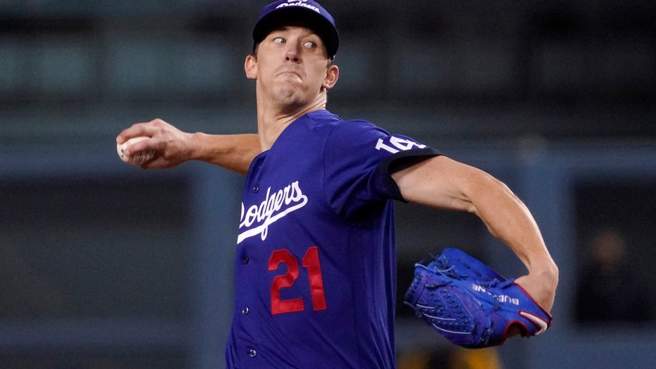 Buehler earns career-high 15th win, Dodgers beat Padres 2-1