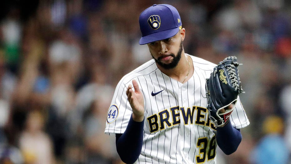 Brewers' Devin Williams breaks throwing hand after punching wall, will miss playoffs