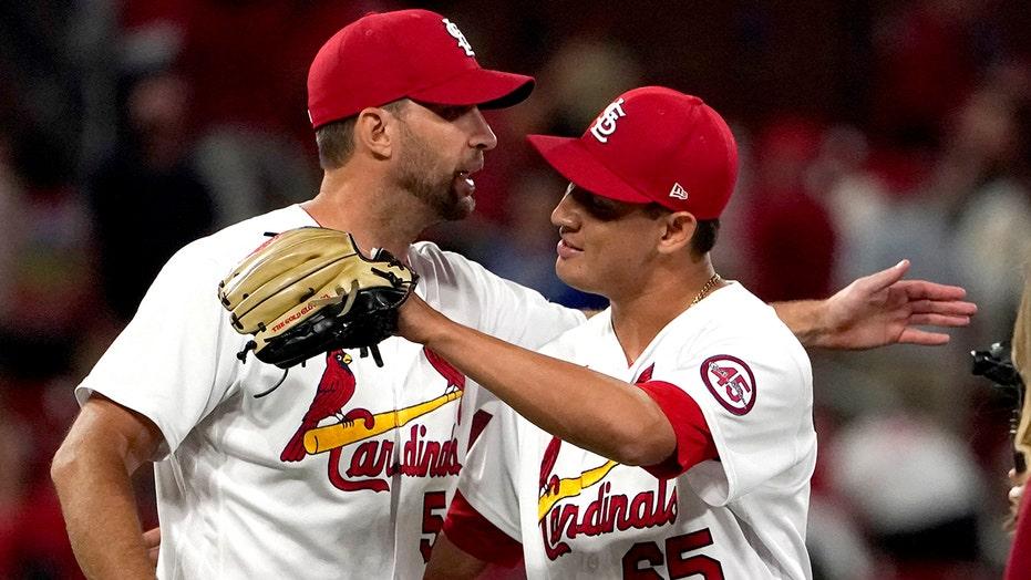 Molina homers, Wainwright wins as Cards beat Dodgers 5-4