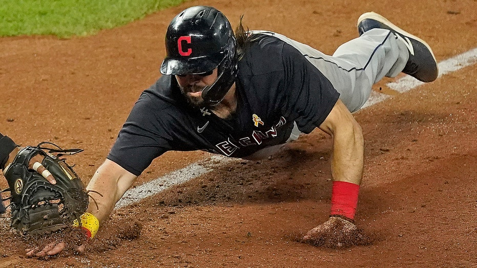 Hedges' 11th-inning bloop lifts Indians over Royals 5-3