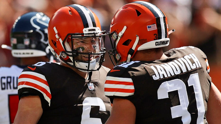 Browns' Baker Mayfield honors fallen US service member before game
