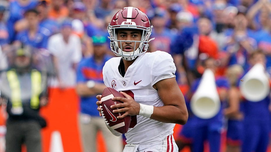 Young holds up, No. 1 Alabama holds off No. 11 Florida 31-29