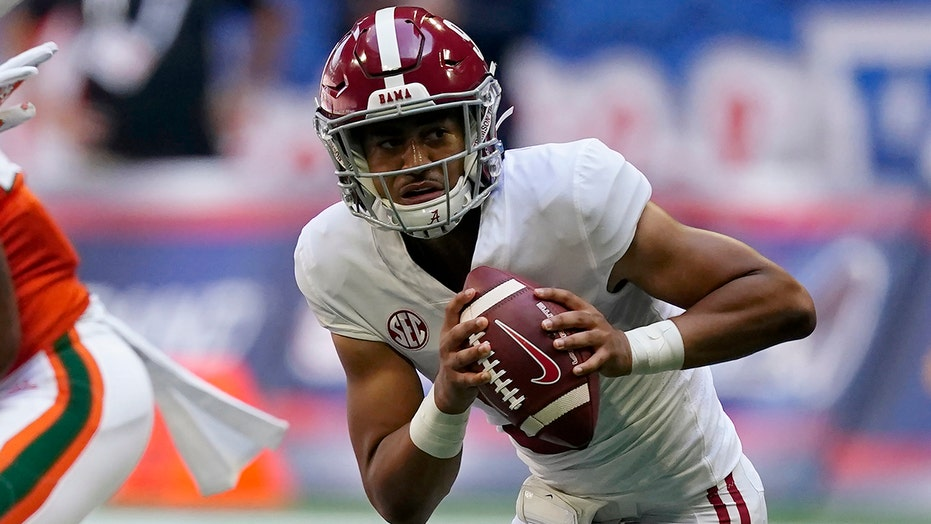 Alabama's Bryce Young tosses 4 TDs in rout of Miami, breaks record set by  former greats | Fox News