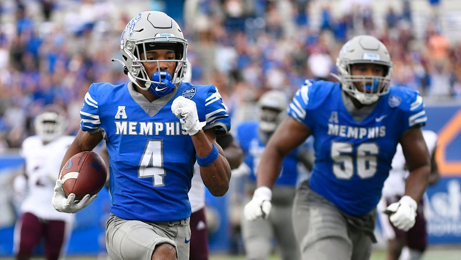 Memphis' sneaky touchdown has fans angered at referees