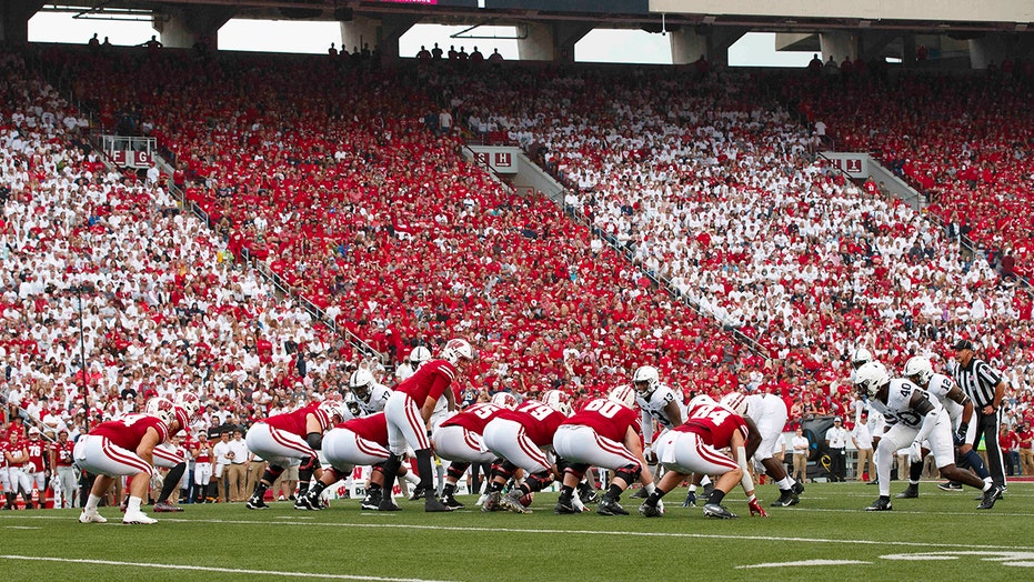 Wisconsin fans go wild as 'Jump Around' blares at Camp Randall: 'Best tradition in college football'