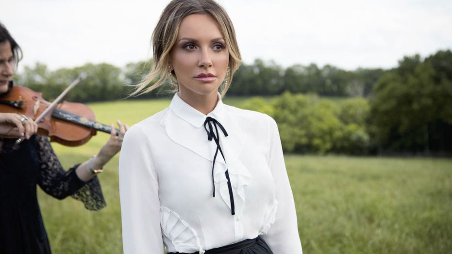 Carly Pearce talks navigating her career success while going through a divorce: 'God works in mysterious ways'