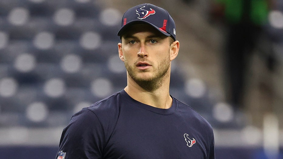 Texans rookie Davis Mills goes viral for odd reason ahead of first career start